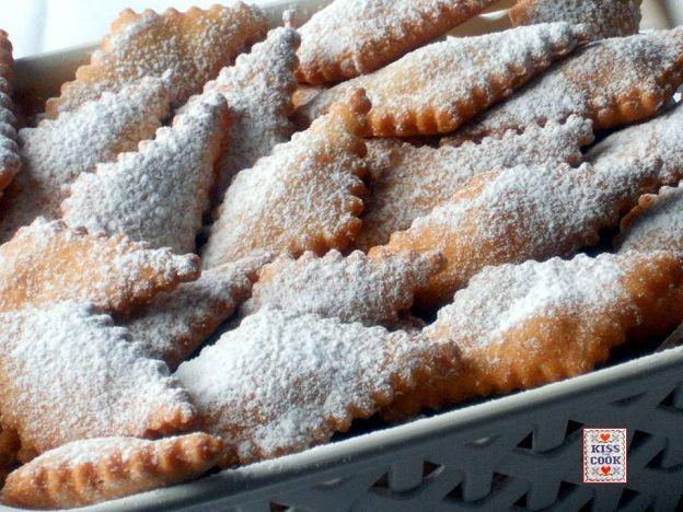 frittelle di pasta frolla - chiacchiere di carnevale
