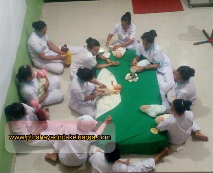 Selain #babysitter #pengasuhanak #perawatbalita #susterbayi #nanny kmi jg menyalurkan #perawatlansia k seluruh Indonesia www.ptcahayacintakeluarga.com
