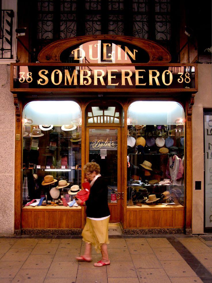 Sombrereria Dulin en la calle Portales de Logroño (La Rioja).