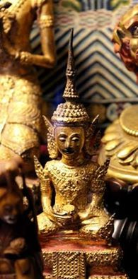 Nos acercamos al fin de semana y esperamos recibir a todos nuestros visitantes. Anímate y haz tu visita en los pases de las 10:00 - 10:30, 16:00 -16:30 para ver la #Biblioteca del #carmen y la colección de arte asiático http://bit.ly/1AhQzhl. ¡¡Os esperamos!!