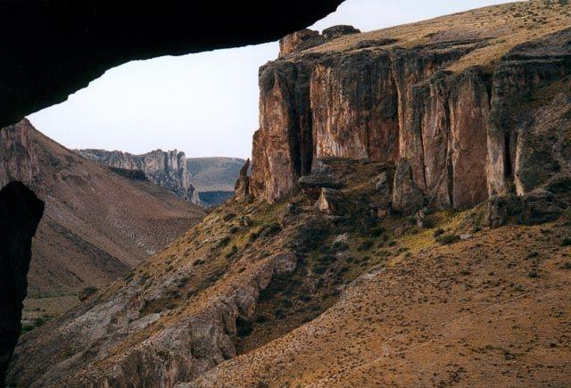 vista de cueva de las manos en argentina