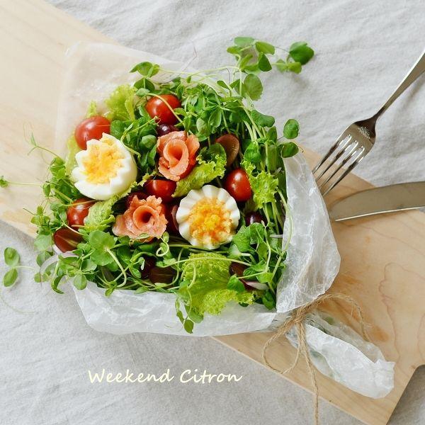 食卓にブーケサラダを添えるだけで誰でもおしゃれな食卓を実現! パーティーやおもてなしにもぴったりな、簡単で美味しいブーケサラダのレシピを紹介します。
