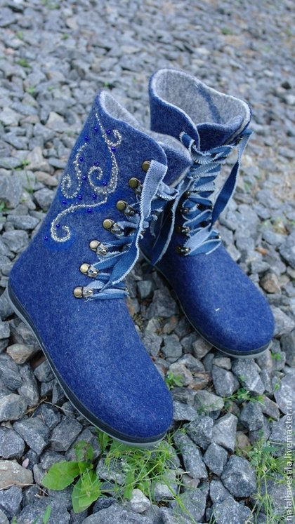 Handmade felted Boots Indigo for women. Boots is a ♡ by AllofWool