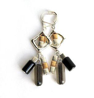 Boucles d'oreilles pendantes ornés de losanges et de billes aux tons classiques - boutique en ligne losange