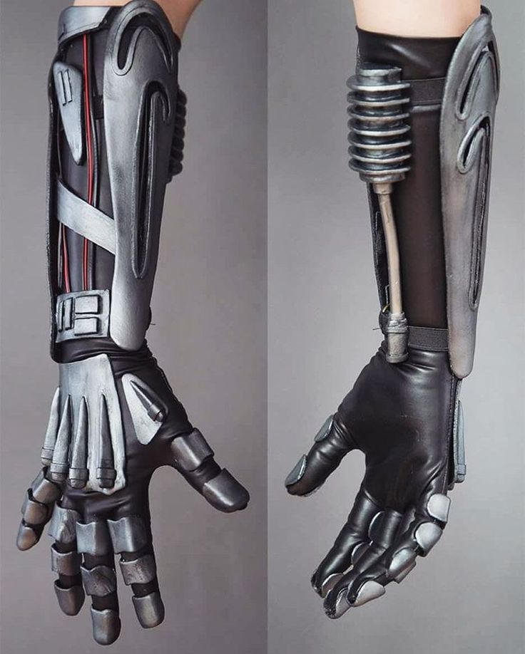 Robotic arm inspired by #starwars . Two day tutorial build I did for the German cosplay magazine #cohaku . All done with #blackworbla #cosplay #tutorial #thermoplastic #gloves #sewing #airbrush #painting #cosplaytutorial #anakin #anakinskywalker #pvcpipes #wires #getagrip
