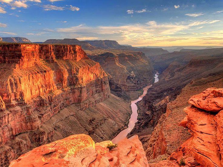 Il Colorado ('Aha Kwahwat in mojave) è un fiume collocato nel sudovest degli