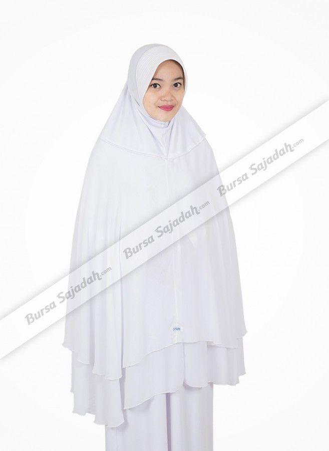 Jilbab Syar'i Khadijah, hijab panjang dengan perpaduan warna broken white & putih yang mudah dipadankan dengan busana muslim Anda. Selain itu, kerudung all size berbahan sifon & spandex balon ini juga didesain dengan variasi layer yang manis, membuatnya sangat pas untuk melengkapi busana syar'i Anda di acara santai maupun acara bersifat formal.  Lingkaran wajah: 28 cm