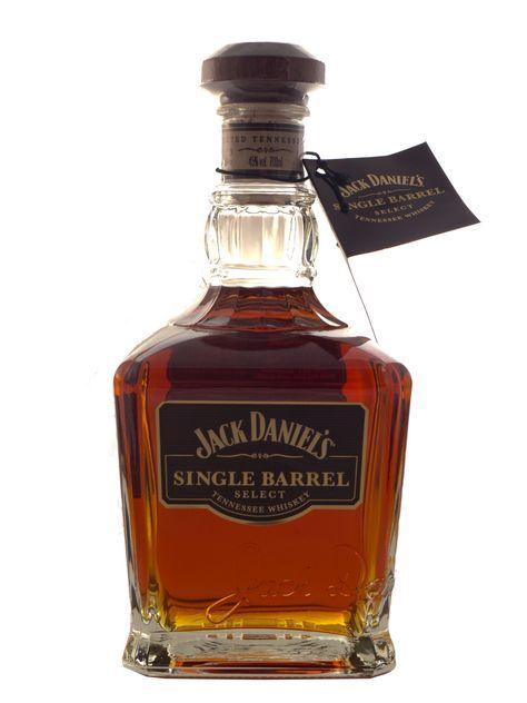 Der Single Barrel Whisky der Destillerie Jack Daniel's besticht durch sein besonders hervorstechendes Eichenaroma, welches ihm eine leicht wahrnehmbare Süße verleiht. Die Herstellung in den Eichenfässern bringt jedoch immer wieder...