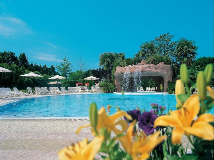 The swimmin pool of Relais Villa Fiorita at daytime - www.villafiorita.it