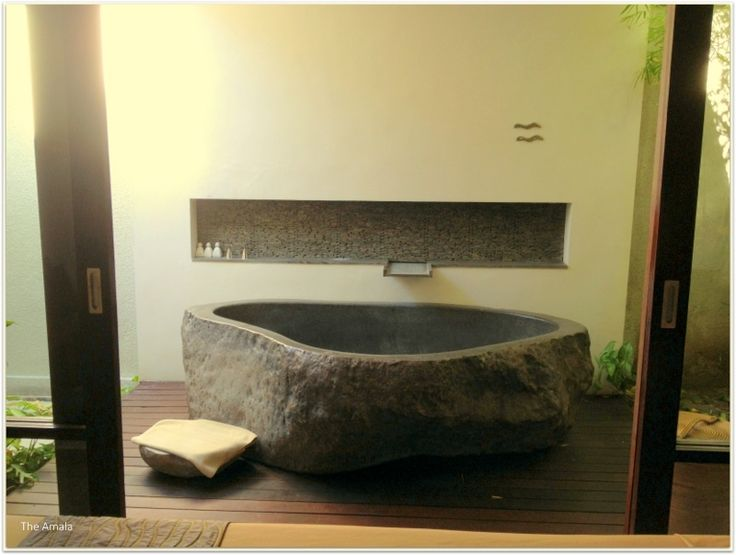 The artistic Stone bath tub of Spa Room