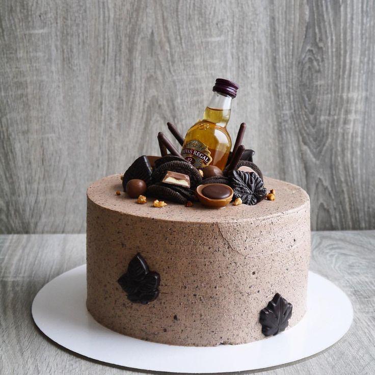 """340 отметок «Нравится», 2 комментариев — Лучшие российские торты (@russiancakes) в Instagram: «Мужской торт. Внутри """"Пьяная вишня"""": - шоколадный бисквит - вишня, маринованная в коньяке; - сырно-…»"""