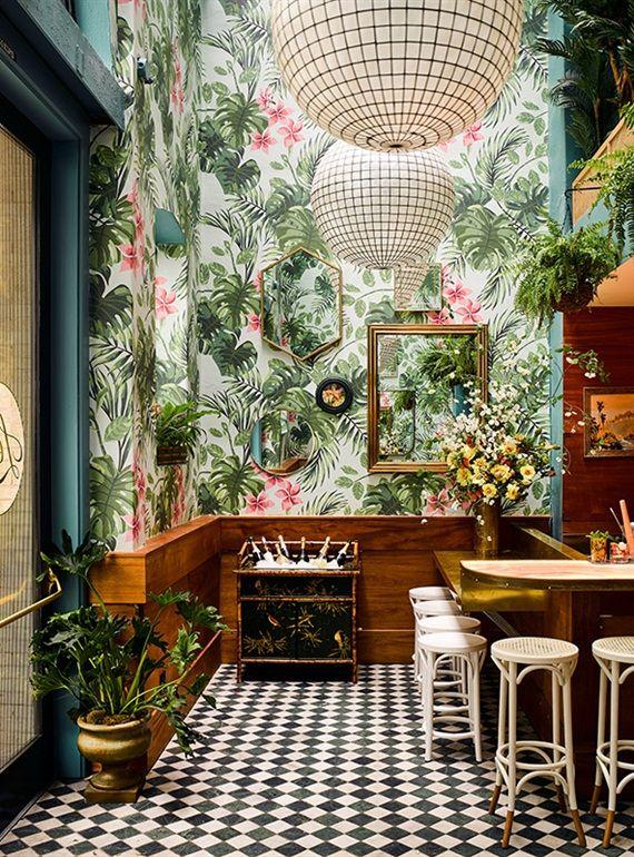25 beste idee n over tropische interieur op pinterest tropisch behang woonkamer groen en - Decoratie hoofdslaapkamer ...