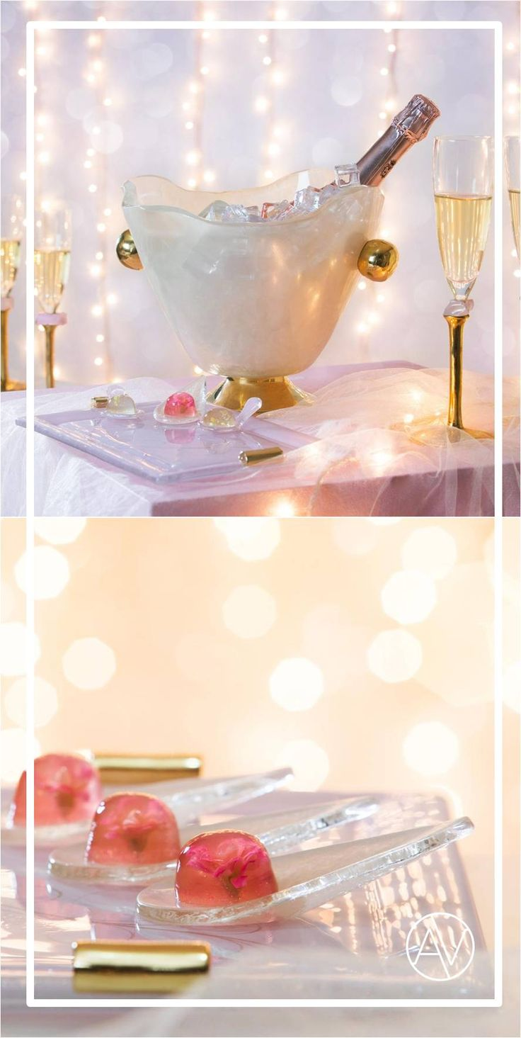 Elegant Getsby themed cocktail table setting