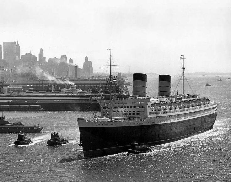 RMS Queen Elizabeth arrives at New York in 1940.