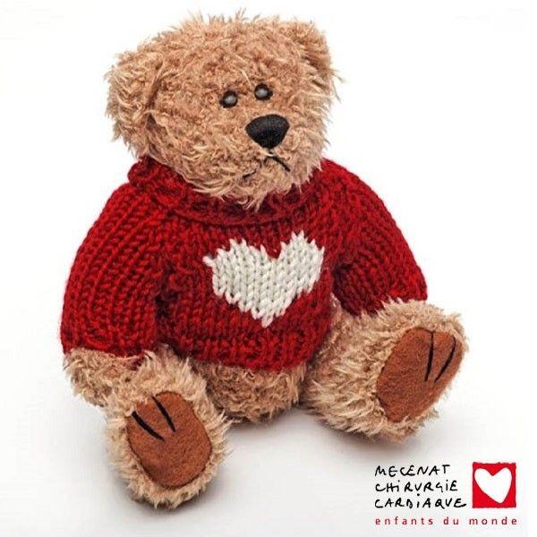 En achetant l'ourson petit cœur, mascotte de Mécénat Chirurgie Cardiaque, vous permettez à l'association de sauver des cœurs d'enfants.  Pour chaque ourson acheté, l'intégralité des bénéfices est reversé à Mécénat Chirurgie Cardiaque !  <<http://bit.ly/1EBSGkD>>