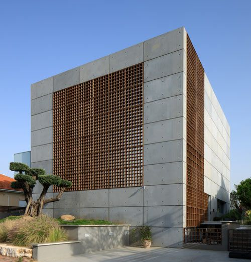 House with Pre-Cast Concrete Panels by Auerbach Halevy Architects