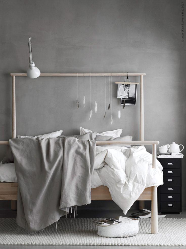 GJÖRA sänggavel fungerar fint med den höga delen både som huvudände eller fotände.