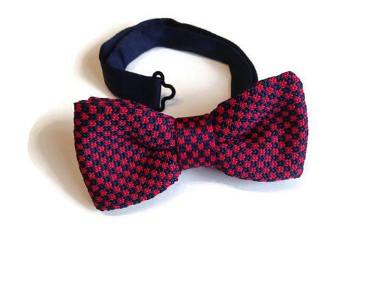 Pajarita de crochet roja y azul oscuro cuadros carreras
