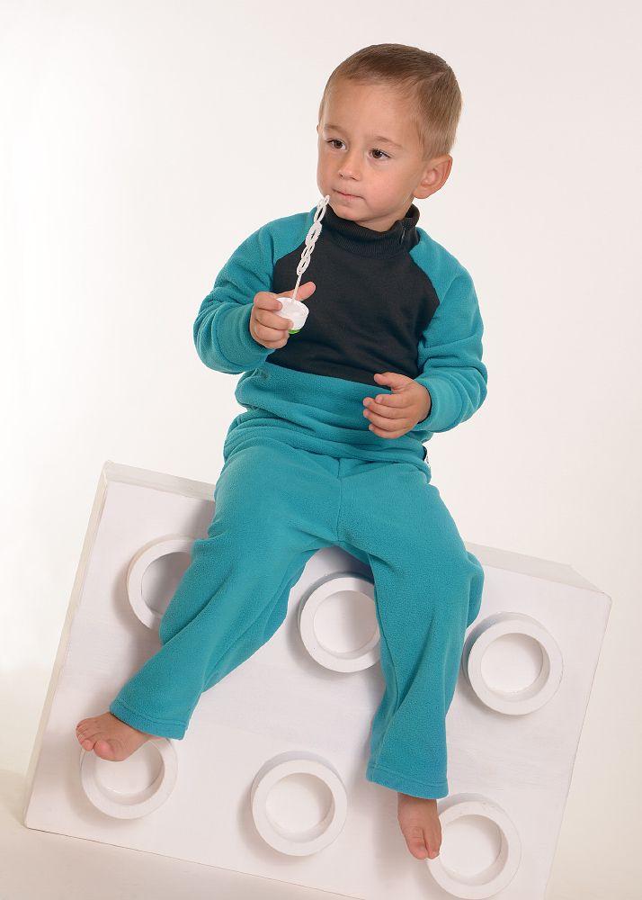 Hřejivé tepláčky pro kluky od ADRY Ušily jsme pro Vás a Vaše děti kvalitní a funkční tepláky s velmi hebkého a hřejivého fleecu. Mají velmi pohodlný a jednoduchý střih, z boku je všitá ozdobná vsadka z bavlny. V pase je široká guma, která netlačí. Ideální na domácí hraní! Tepláčky nyní ve slevě 25 % - při nákupu prosím uplatněte tento kupón: 6ZV-XHZ-43A. ...