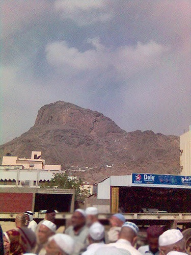 Mount Uhud by hajj2006  Shared by www.thesignaturehotels.com