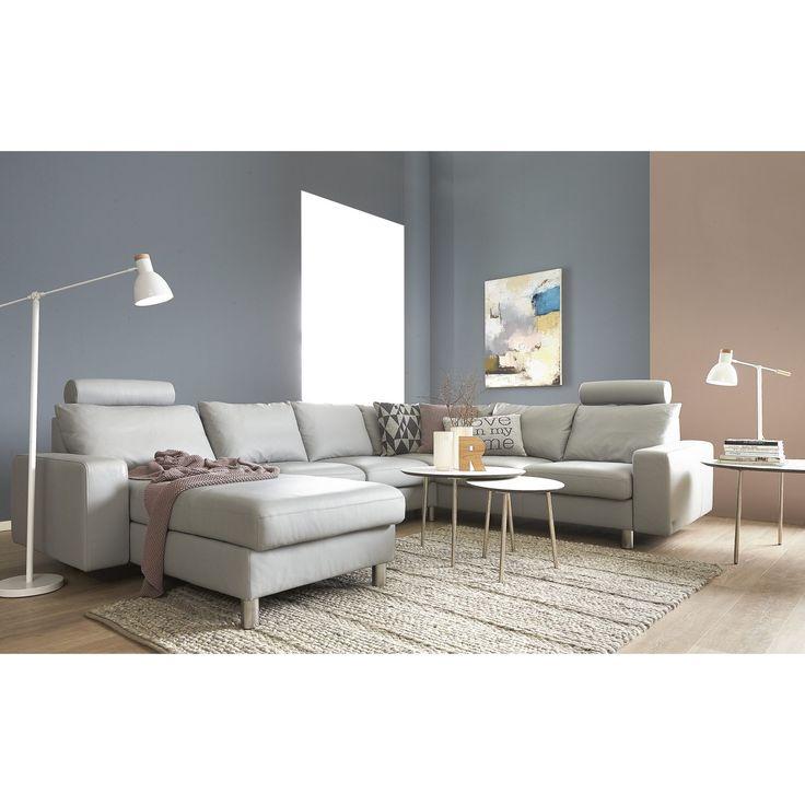 Stressless® E200 hjørnesofa med chaiselong i indbydende design med alle Stressless® fordele. Sofaen har indbygget ErgoAdapt, der automatisk justerer sædets vinkel, når du sætter dig, eller du skifter stilling, så du hele tiden har den bedste siddekomfort. Sofaen er monteret med blødt og slidstærkt Paloma læder, som har god lysægthed og en beskyttende overflade, der gør sofaen let at vedligeholde. Polstret med koldskum og monteret med krom ben. Sofaen fås i mange farver og leveres også i ...