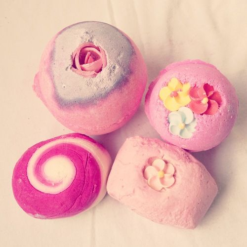 Lush bath bombs  jewelry with baby girls birthstone would be the perfect push gift ♥