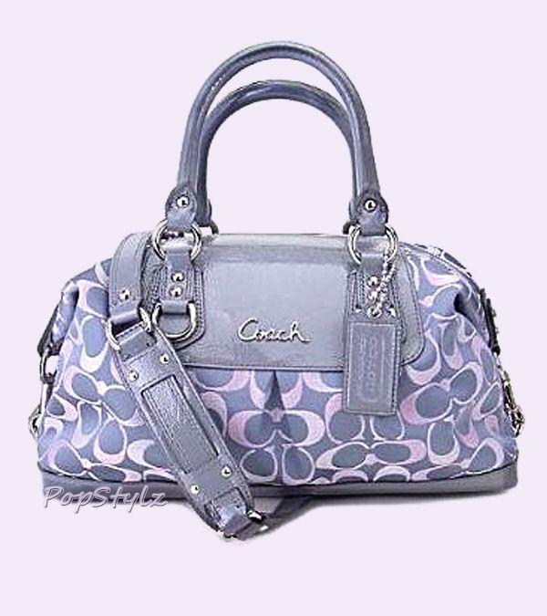 Preciosa bolsa #COACH ¡Ven a conocer la tienda en #LuxuryHall! Love this one!!!!!!!