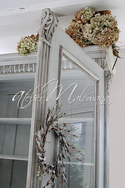 XIX-wieczny kredens eklektyczny - rzeźbiona nadstawka, fragment. © 2014 Atelier Malowana. All rights reserved. http://ateliermalowana.pl/
