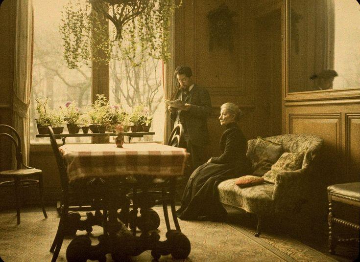 Paul Sano, In the sitting room  c. 1920, autochrome