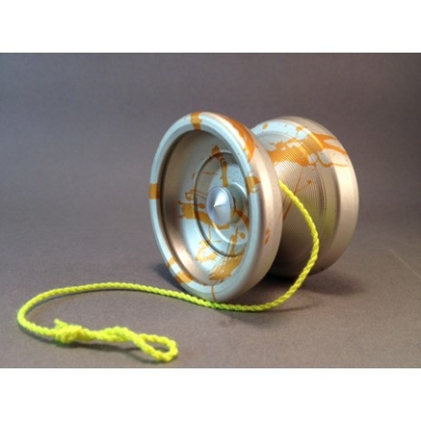One Drop // American Made Yo-yos...use to have this style way back then, it was neon orange!