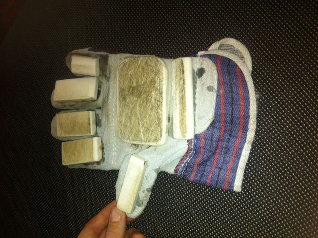 DIY Longboarding Gloves From Household Items #boarding #skateboard #upcycle #reuse