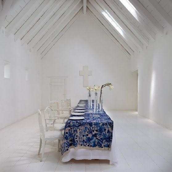 Karen Roos' Delft-inspired tablecloths for Babylonen