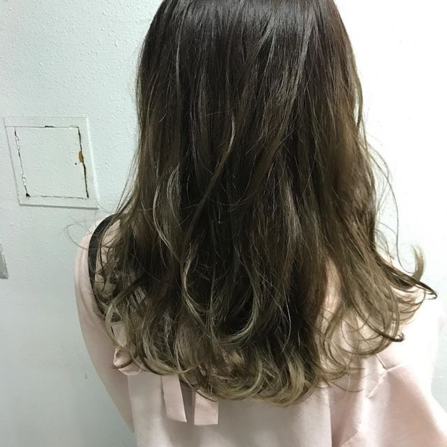 """グレージュ  前回のグラデーションを活かしたワンメイクカラー  BV:MT:C:R 5:1:10%:5%  #ヘアーカラー#イルミナ#スロー#ヘアスタイル#外人風#ヘアカタログ#ヘアカタ#髪型#ヘアスタイル#バレイヤージュ#グレージュ#ハイライト#hair#hairstyle#girls#follow#like#portrait#fashion#followme#cute#instagood#like4like#ヘアサロン#美容室#美容師#cocona#大阪#岡本裕也"" by @yuya.cocona. #ganpatibappamorya #dilsedesi #aboutlastnight #whatiwore #ganpati #ganeshutsav #ganpatibappa #indianfestival #celebrations #happiness #festivalfashion #festivalstyle #lookbook #pinksuit #anarkali #festivaloutfit #desigirl #nehamalik #model…"