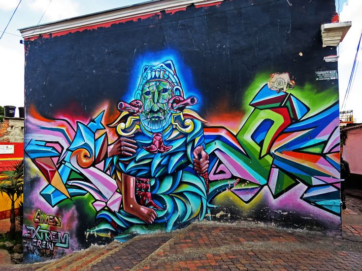 Mural en las escaleras de bajada al Callejón del Embudo