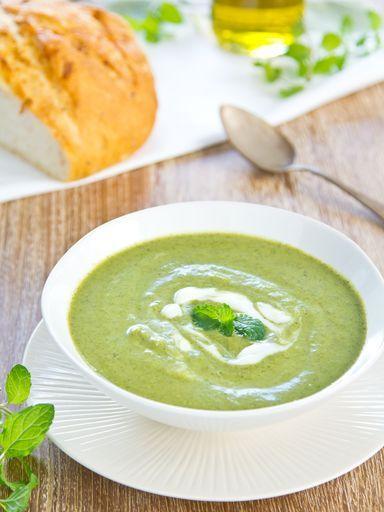 Recette Soupe à la courgette. Les quantités de légumes sont pour un litre de bouillon à mon avis. Assaisonner éventuellement avec sel à l'ail ou avec un peu de poudre de cari.