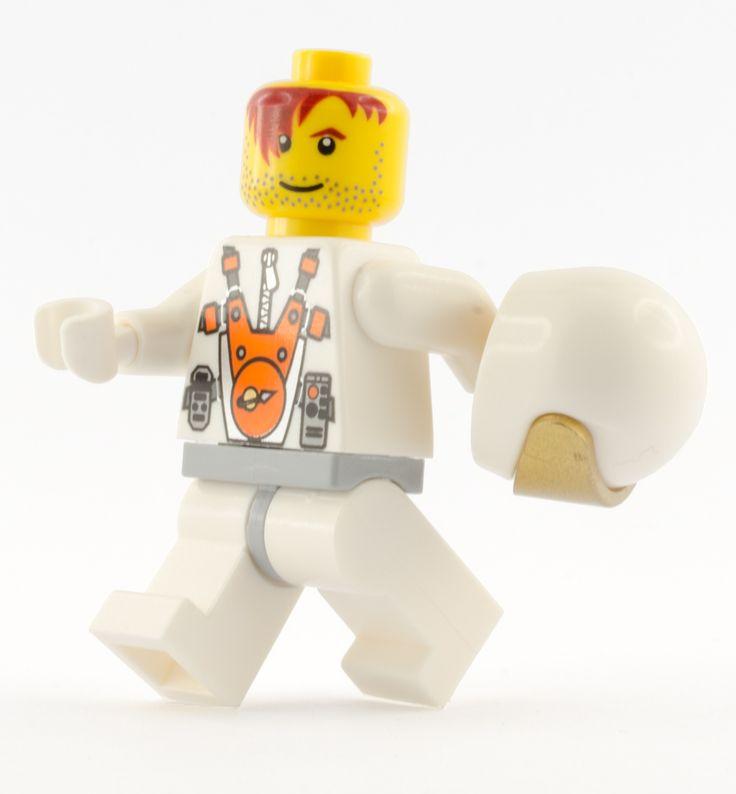 LEGO Mars Mission Astronaut (Walking)