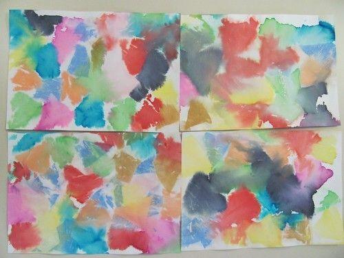 Couverture cahier: papier crépon et eau.