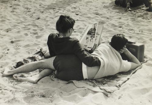 Ruth Orkin / Israel beach 1950