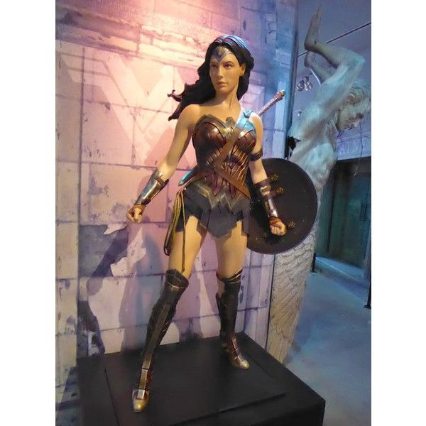 Gal Gadot's Wonder Woman costume from Batman v Superman on display ❤ liked on Polyvore featuring costumes, wonder woman halloween costume, superman halloween costume, superman costume and wonder woman costume