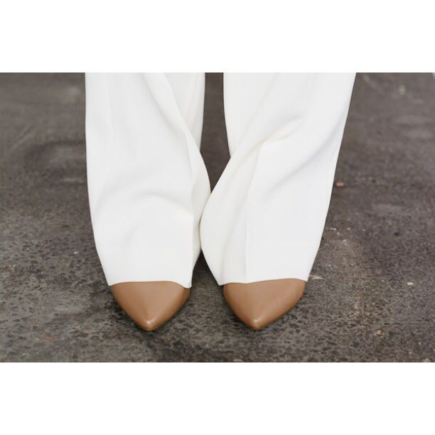 Trousers from Antonelli. Shoes from Michael Kors. www.paulashop.no