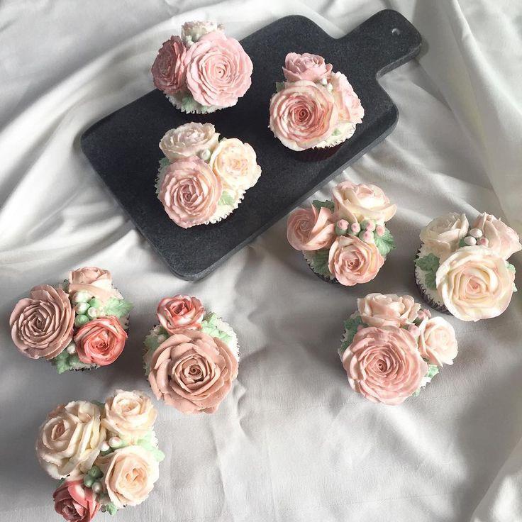 student's works  フラワーケーキの基本を支えるバラ絞り!! コースのレッスン2では、ひたすらバラだけ絞っていただきます��  #フラワーケーキ#バタークリームデコレーションケーキ#バタークリームフラワーケーキ#デコレーションケーキ#バタークリーム#福岡#福岡市#アイシングクッキー#flowercake#flowercakes#buttercream #buttercreamflowercake#nakedcake#nakedcakes#플라워케이크#케이크#플라워#cotta#コッタ#weddingcakes#weddingcake#ウェディングケーキ#cakeoffice ************************* プライベートは、非公開の個人アカウントに移行していこうと思っています。 @eriko_fujikko よろしければ、こちらもよろしくお願いします(^^) こちらは、お顔の分かるアカウントの方のみの承認になり http://gelinshop.com/ipost/1516277623348962931/?code=BUK5ncAlqZz