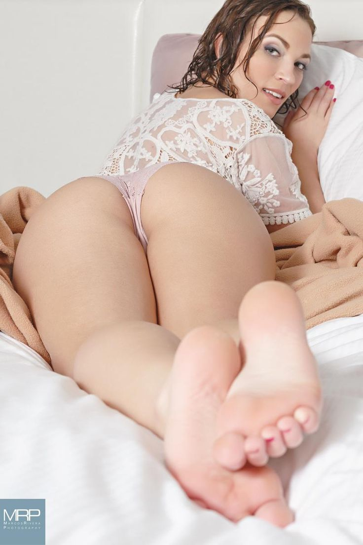 White girl big booty sexy feet