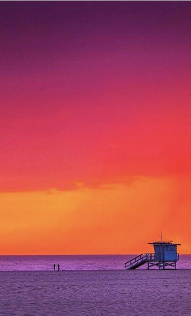 Fiery sunset over Venice Beach, California /// #travel #wanderlust