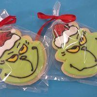 #christmas #cookies #christmascookies #holidayfood #christmascookiedecoration #christmascookieidea #hungry #yummy #grinch #grinchcookies