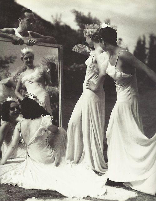 Jacques-Henri Lartigue- Sur le tournage des Aventures du roi Pausole, Cap d'Antibes, août 1932