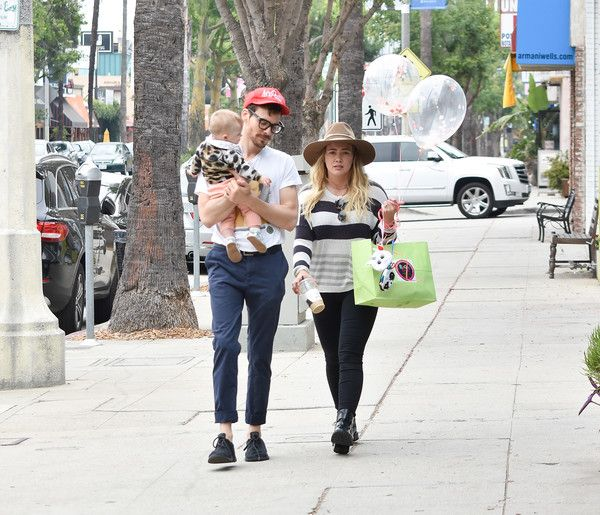 Hilary Duff Photos Photos Hilary Duff Is Seen Out With Her Family Hilary Duff The Duff Hilary