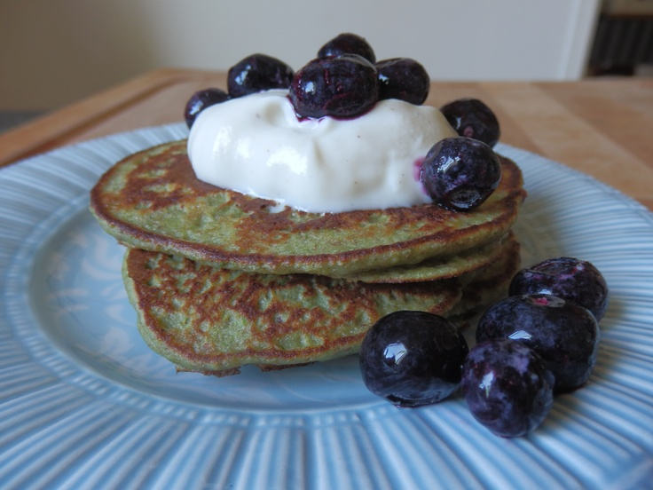 Healthiest Pancakes EVER !!  Ingredients :  3 eggs  1 large handful of washed baby spinach  1.5 large bananas  1/2 cup almond meal (make in the thermomix)  1/2 cup wholemeal spelt flour  1T chia seeds  coconut oil for cooking