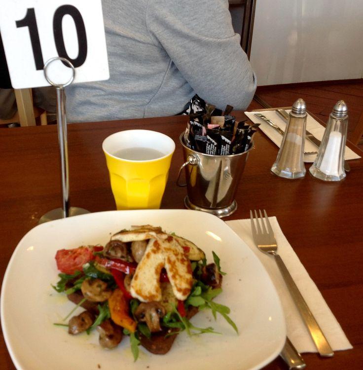 Breakfast @ De Nero's @ Kingsford