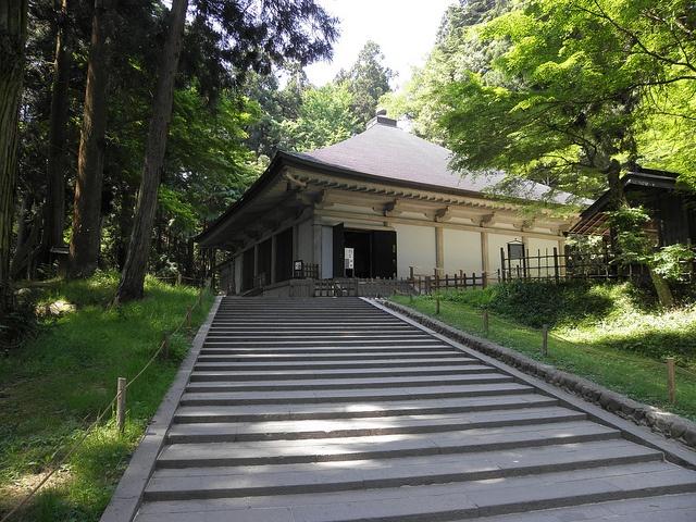 Hiraizumi - Konjikido (de behuizing van de Gouden Tempel) by elsslots, via Flickr