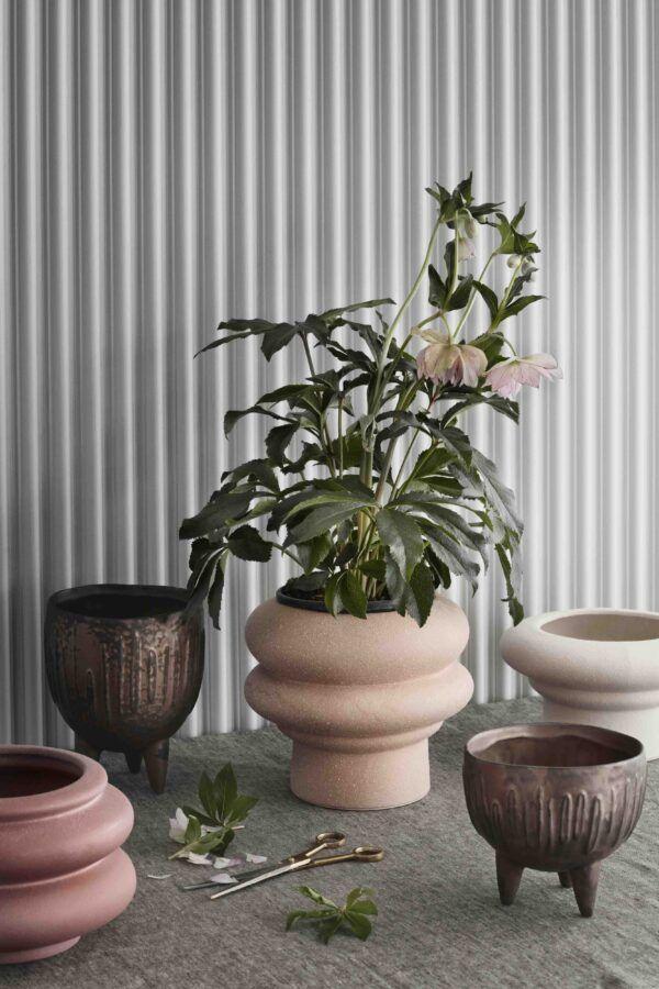 Ursula Urtepotte I Pudder Broste Copenhagen Urtepotteskjuler Naturfarver Planter Urtepotter